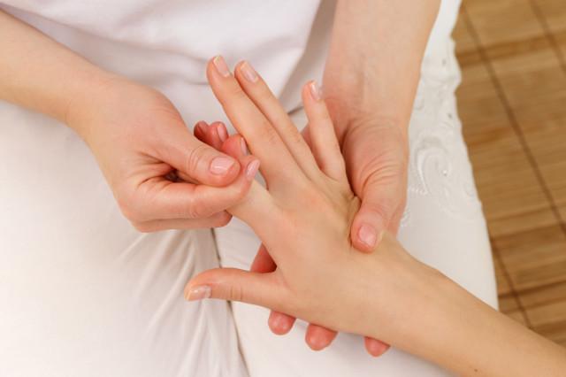 手 指 マッサージ